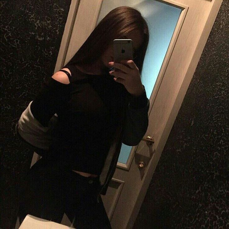 Фото девушек в зеркало с телефоном без лица (15)