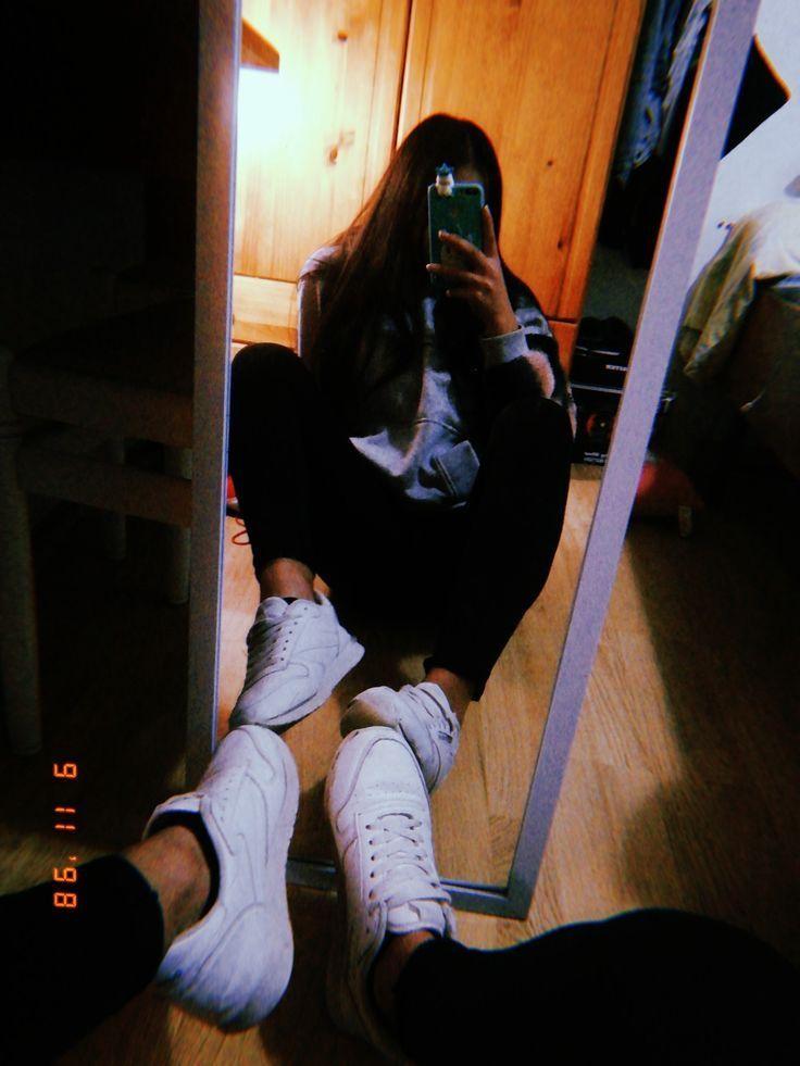 Фото девушек в зеркало с телефоном без лица (17)