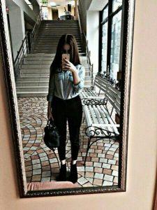 Фото девушек в зеркало с телефоном без лица (18)