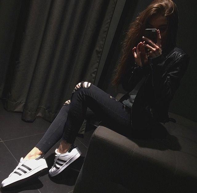 Фото девушек в зеркало с телефоном без лица (3)