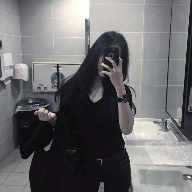 Фото девушек в зеркало с телефоном без лица (5)
