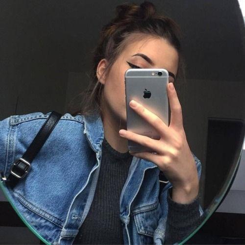 Фото девушек в зеркало с телефоном без лица (6)