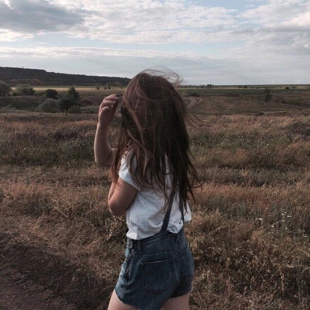 Фото девушка со спины на аву002