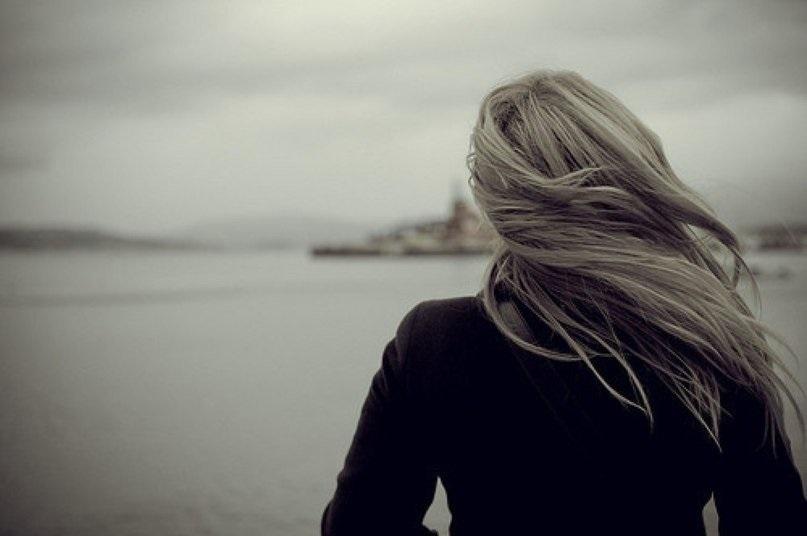 Фото девушка со спины на аву012