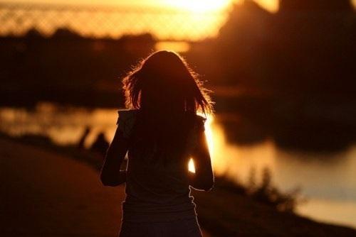 Фото девушка со спины на аву018