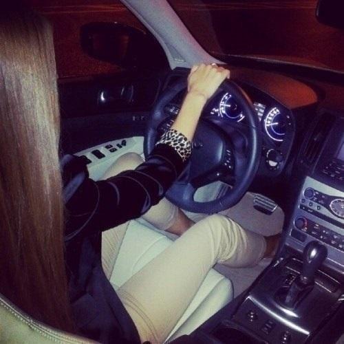 Фото на аву за рулем девушка009