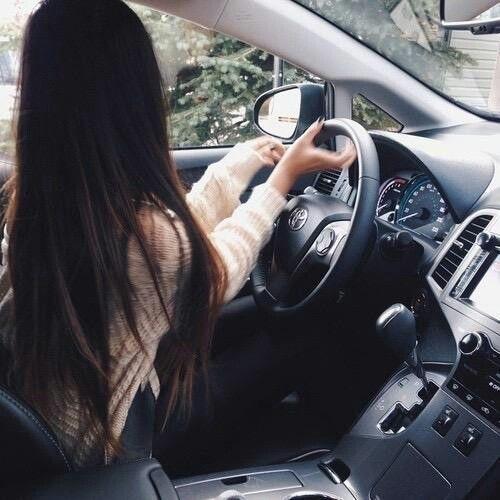 Фото на аву за рулем девушка011