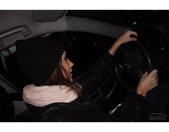 Фото на аву за рулем девушка013