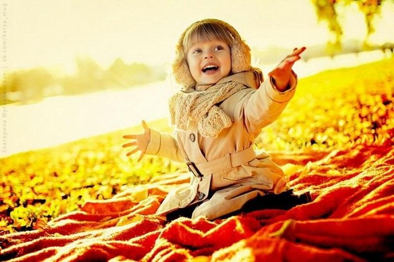 красивые картинки про осень с детьми 010