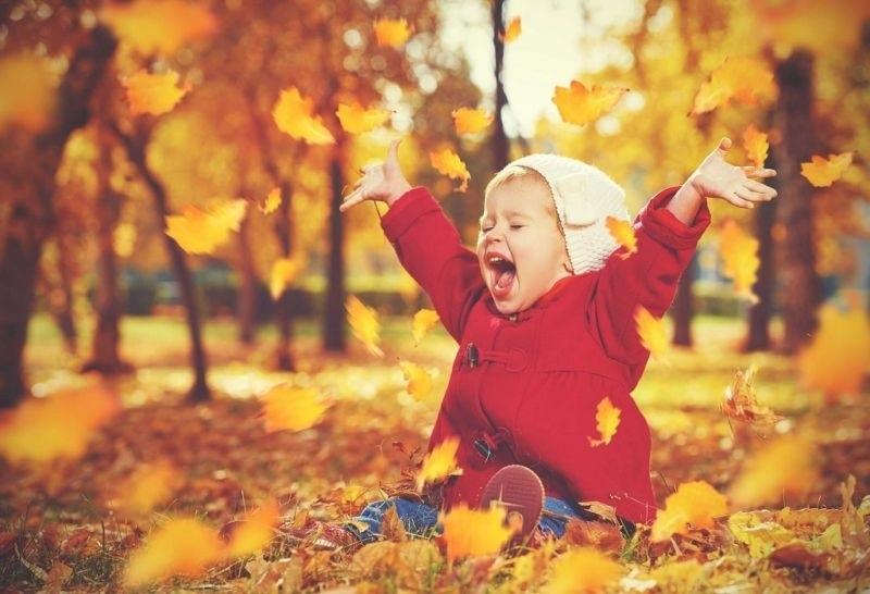 красивые картинки про осень с детьми 012