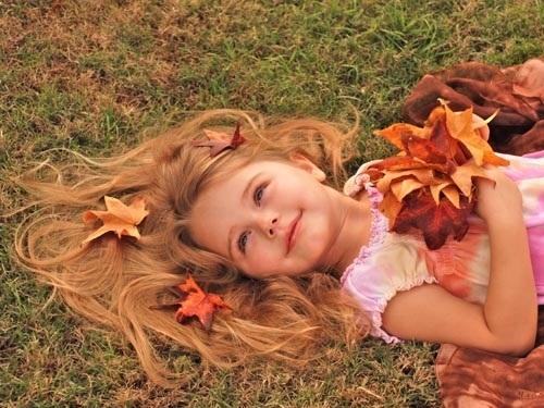 красивые картинки про осень с детьми 015