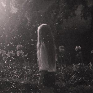 Картинки девушка на мосту со спины 022