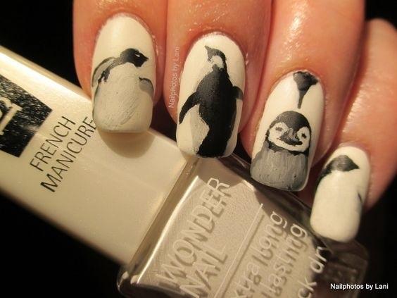 Красивый маникюр с пингвином 017