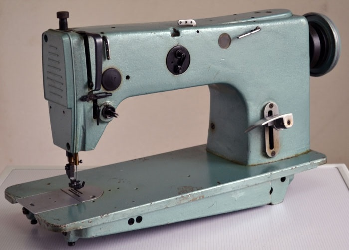 Красивый рисунок швейной машинки 016