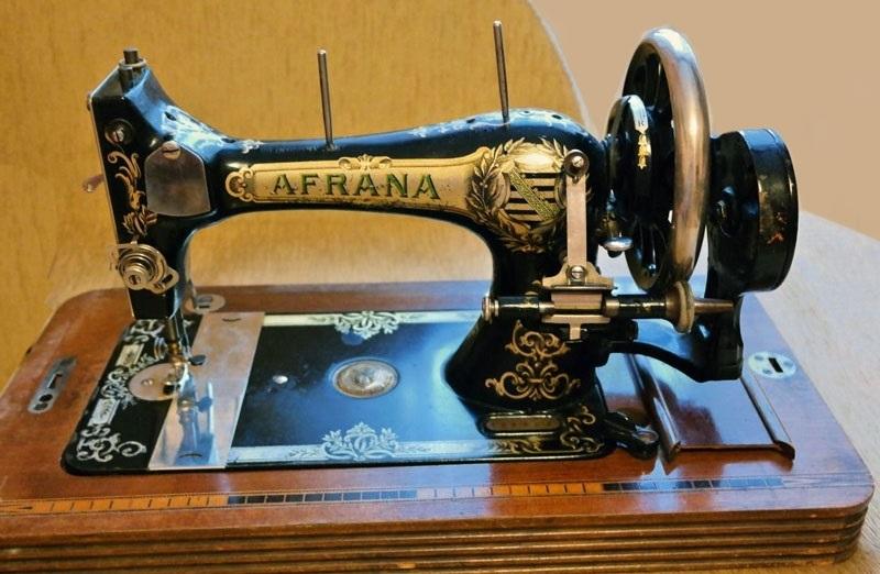 Красивый рисунок швейной машинки 020