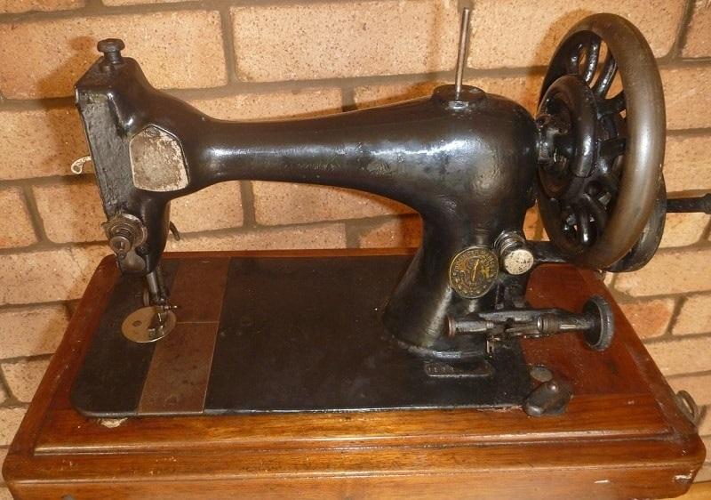 Красивый рисунок швейной машинки 022
