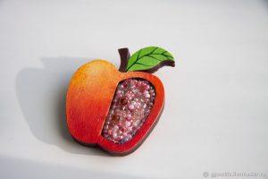 Примеры фото брошь яблоко из бисера 005