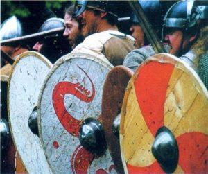 Рисунки викингов на щитах викингов 007