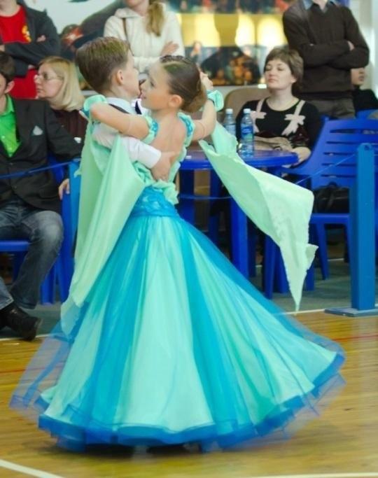 Фото бальных платьев для танцев 005