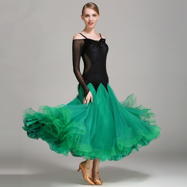 Фото бальных платьев для танцев 006