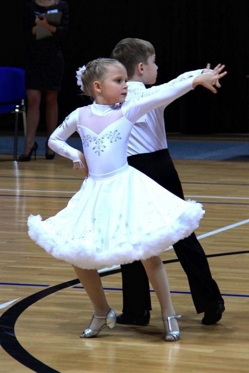 Фото бальных платьев для танцев 009