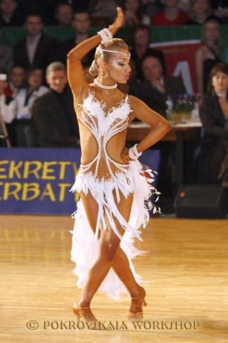 Фото бальных платьев для танцев 012