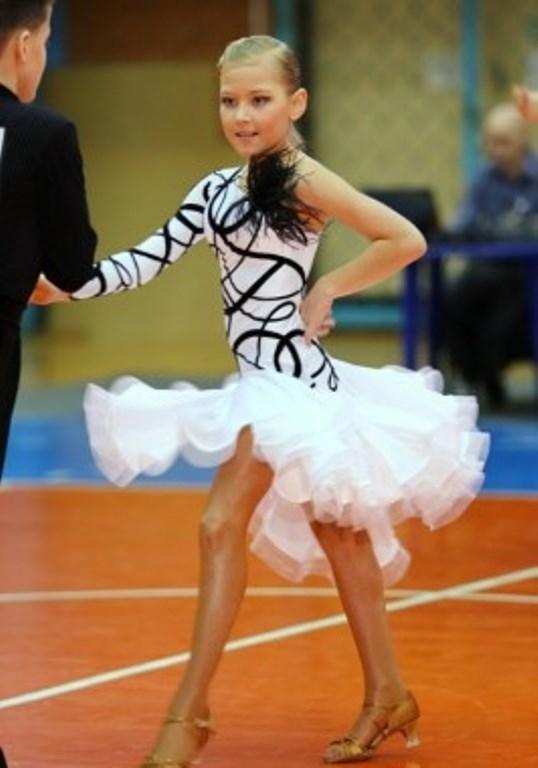 Фото бальных платьев для танцев 013