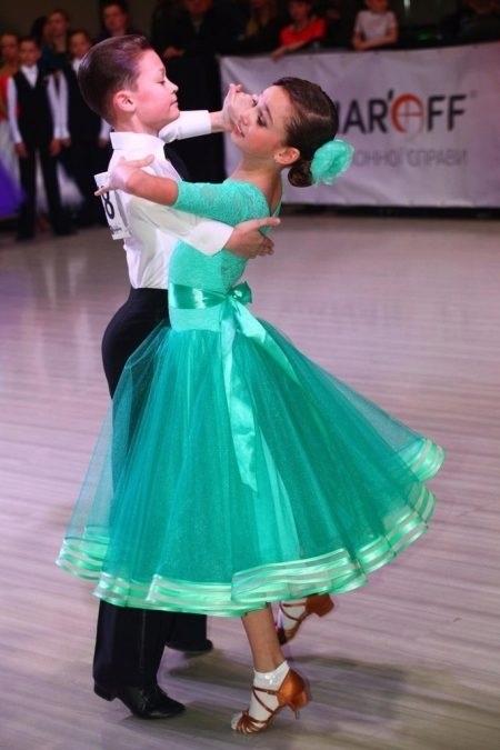 Фото бальных платьев для танцев 014