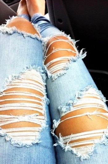 Фото девушки без лица в джинсах 004