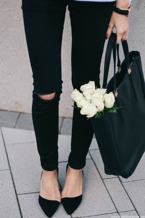 Фото девушки без лица в джинсах 005