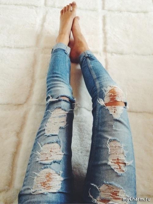 Фото девушки без лица в джинсах 013