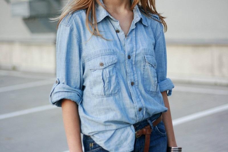 Фото девушки без лица в джинсах 018