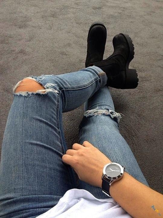 Фото девушки без лица в джинсах 021