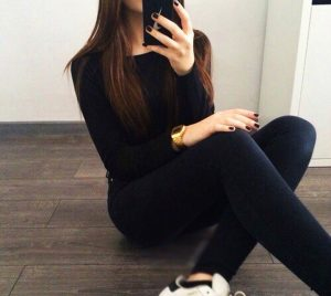 Фото девушки без лица в джинсах 022