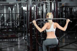 Фото девушки в спортзале со спины 002