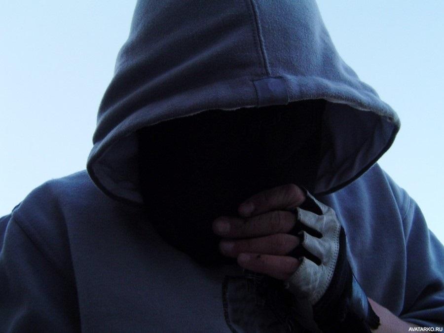 Фото человека в капюшоне без лица 002