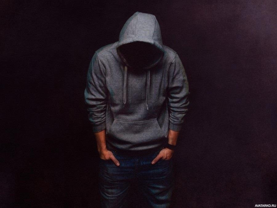 Фото человека в капюшоне без лица 003