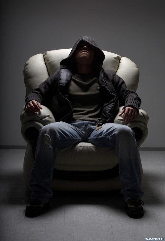 Фото человека в капюшоне без лица 004