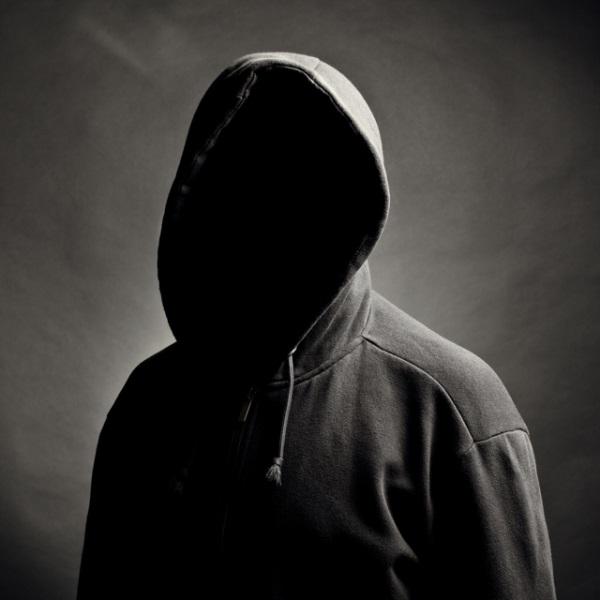Фото человека в капюшоне без лица 005