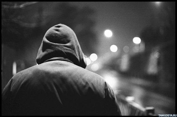 Фото человека в капюшоне без лица 007