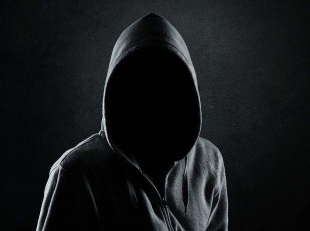 Фото человека в капюшоне без лица 008