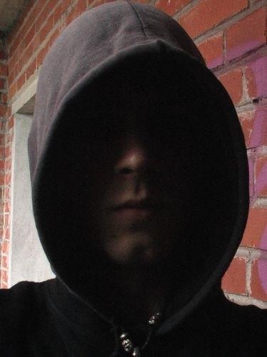 Фото человека в капюшоне без лица 010