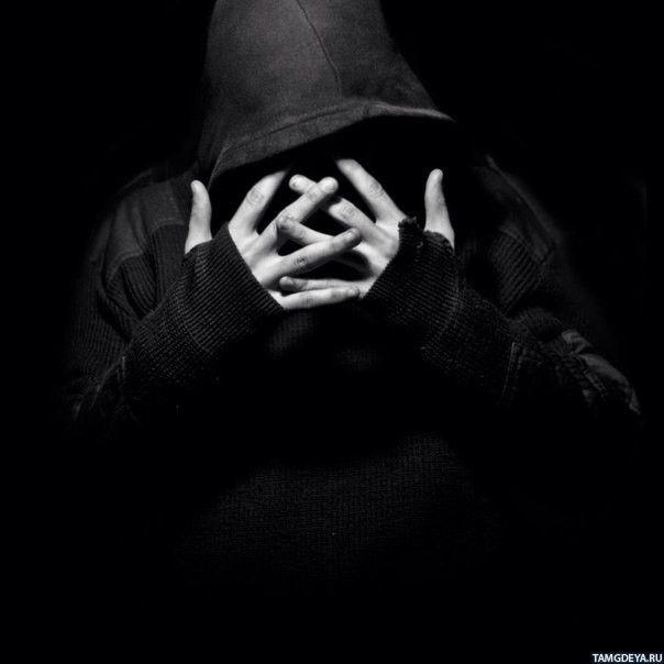 Фото человека в капюшоне без лица 011