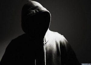 Фото человека в капюшоне без лица 012