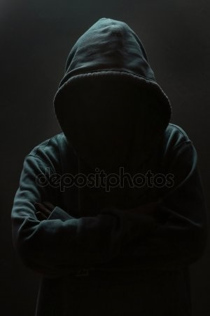 Фото человека в капюшоне без лица 017