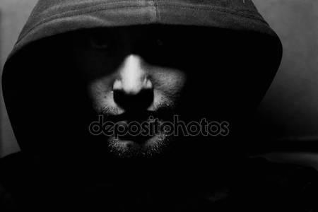 Фото человека в капюшоне без лица 023