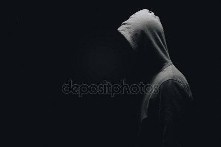 Фото человека в капюшоне без лица 024