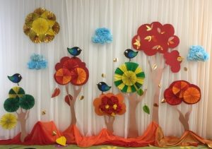 красивое оформление на осенний праздник в детском саду 020