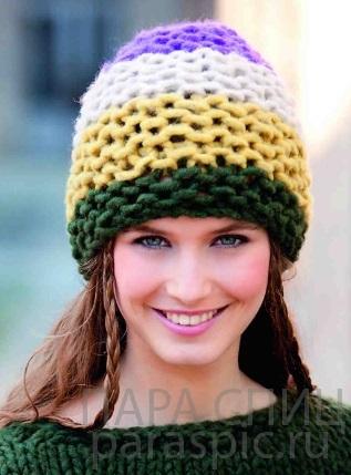 шапка спицами из буклированной пряжи 012