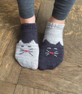 Вязаные детские носки с рисунком 021